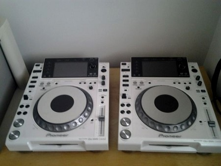 pioneer cdj 2000 white le used mint pioneer cdj 2000 white limited edtion. Black Bedroom Furniture Sets. Home Design Ideas